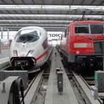 An intercity and regional train sit side-by-side in Munich train station