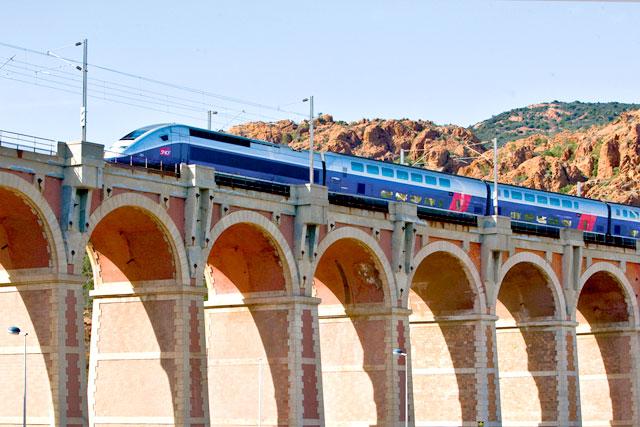 TGV-bridge-crossing